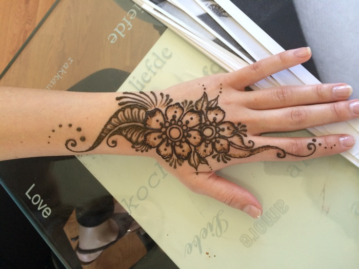 Henna Tattoo On Hands Meaning : Traditional turkish style henna tattoo in istanbul turkey leisure